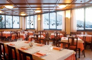 Interno, sala ristorante